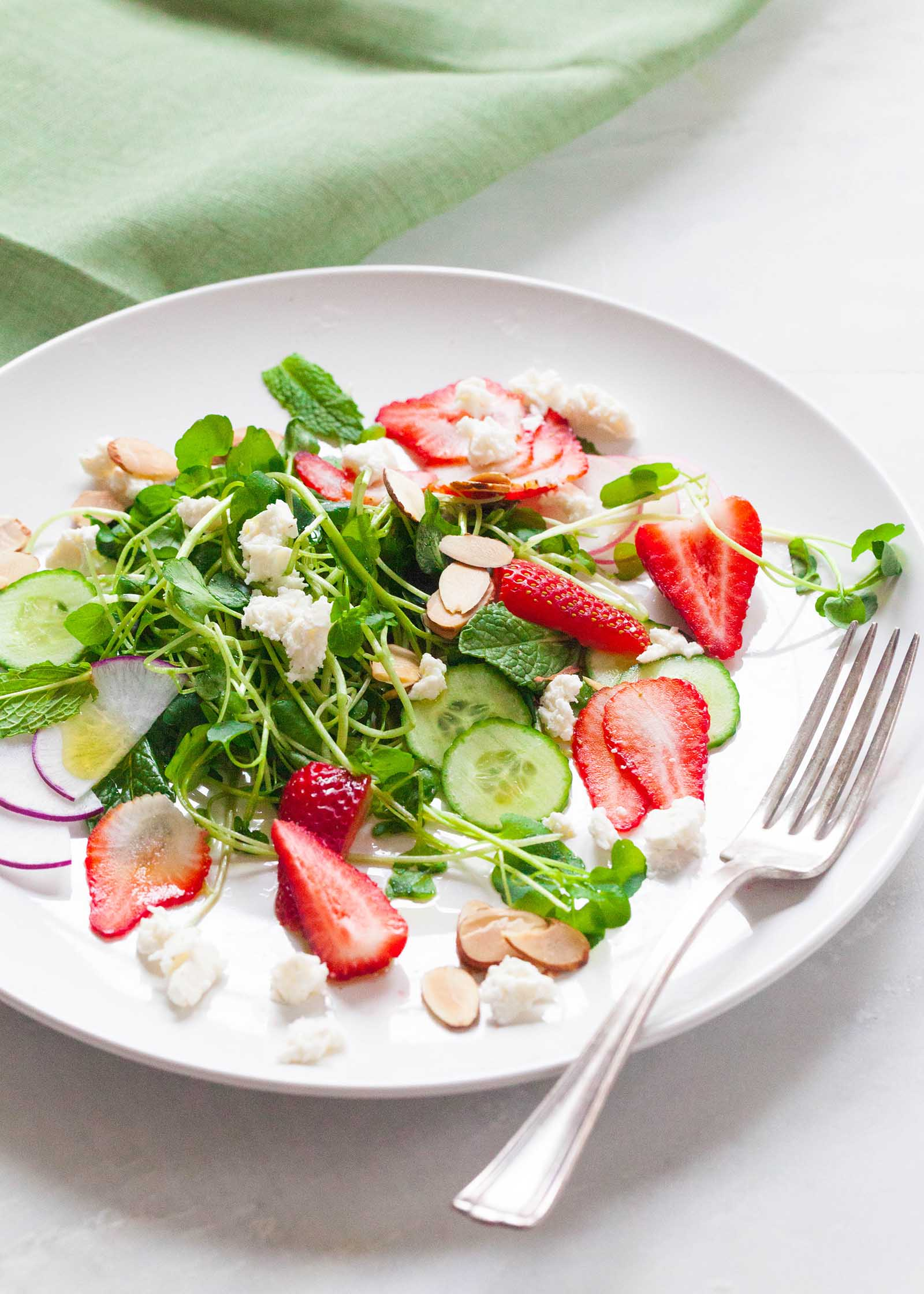 lettuce salad with strawberries - 736×1030